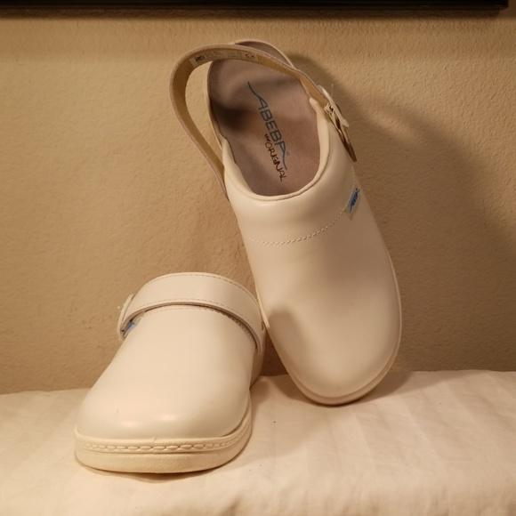 Abeba 7091/El Original Occupational-Clog Shoe